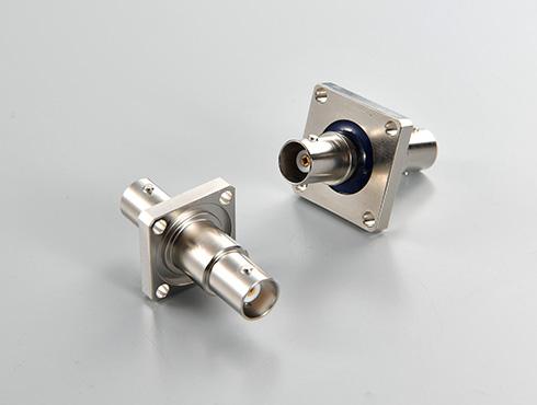 左:外部導体-フランジ一体タイプ 右:フローティングタイプ
